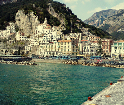 Places to visit in Italy, the coastlines of Amalfi.