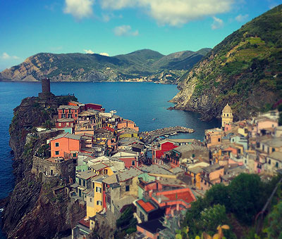 Places to visit in Italy, Le Cinque Terre and the city of Vernazza.